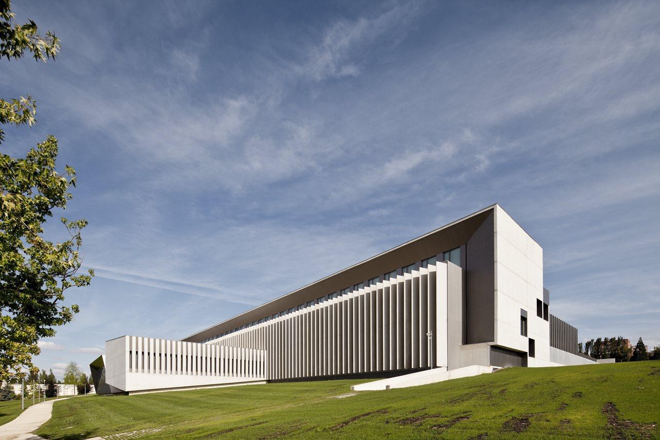 Edificio de Económicas y Másteres de la Universidad de Navarra - otxotorena arquitectos - arquitectura docente